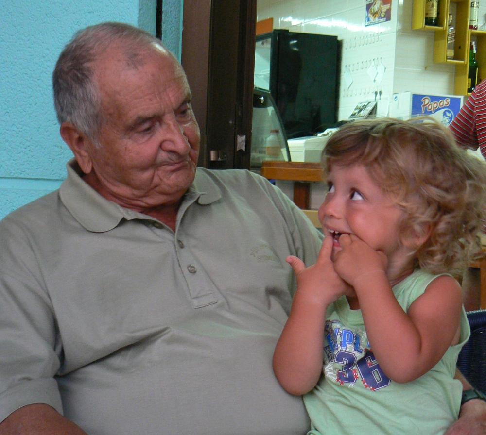 abuelo Pedro y nieto md